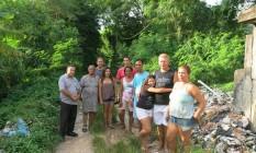 Moradores e ex-moradores da Comunidade Canal do Cortado. À esquerda, Carlos, Dalvina e Maria; à direita, Michele Foto: Lucas Altino