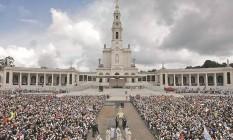 Fiéis lotam o santuário para a celebração, no dia 13 de cada mês Foto: Bruno Rosa
