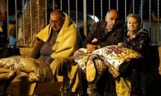 Moradores se preparam para passar a noite a céu aberto após terremoto em Amatrice Foto: STEFANO RELLANDINI / REUTERS