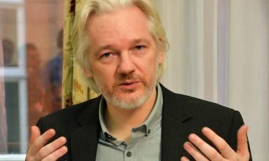 Assange: promessa de novas revelações Foto: JOHN STILLWELL / AFP