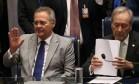 O presidente do Senado, Renan Calheiros, e o do Supremo Tribunal Federal, Ricardo Lewandowski Foto: André Coelho / Agência O Globo