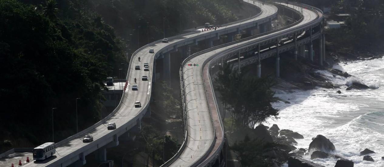 Elevado do Joá: pista inferior passará por manutenção na madrugada Foto: Custódio Coimbra em 28/05/2016 / Agência O Globo