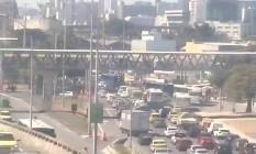Avenida Radial Oeste tem trânsito complicado devido a acidente na Avenida Francisco Bicalho Foto: Reprodução / Centro de Operações Rio