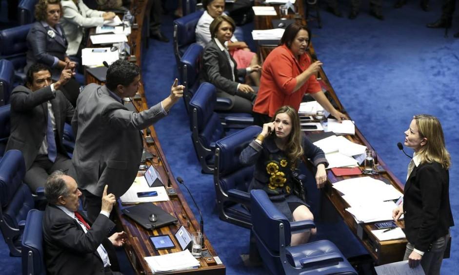 Gleisi Hoffmann (PT-PR) provocou revolta entre senadores ao dizer que o Senado não tinha moral para julgar Dilma Foto: Marcelo Camargo/Agência Brasil / Agência O Globo