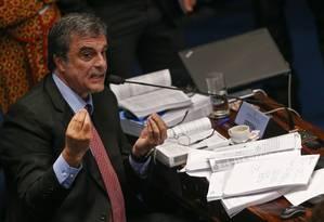 José Eduardo Cardozo, advogado de defesa da Presidente afastada Dilma Rousseff, durante a sessão no Senado para análise e votação do Impeachment Foto: ANDRE COELHO / Agência O Globo