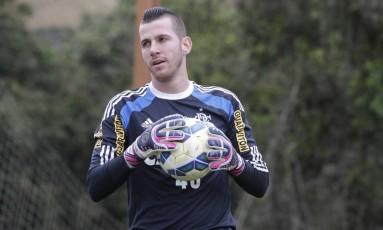 Paulo Victor estava há três meses sem jogar e falhou em um dos gols do Figueirense Foto: Gilvan de Souza / Gilvan de Souza/Fla Imagem