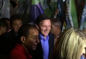 Marcelo Crivella chega para o debate na TV Bandeirantes Foto: Juliana Castro / O GLOBO