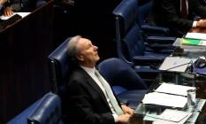 Após 12 horas de sessão, Lewandowski mostra paciência e bom humor para administrar embates de senadores Foto: Ailton de Freitas / Agência O Globo