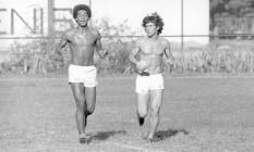 Craques. Geraldo e Zico, dupla da 'geração de ouro' do Flamengo, treinam na Gávea: amigos fora de campo Foto: Paulo Moreira 09/03/1976 / Agência O Globo