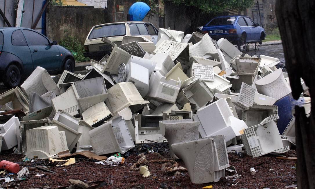 'Tecnofósseis': acúmulo de lixo eletrônico e outros materiais artificiais nos sedimentos em terra e nos oceanos seria uma das evidências permanentes do Antropoceno Foto: Eurico Dantas