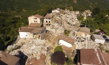 Vila de Saletta, no centro da Itália, foi devastada por tremor Foto: Localteam / AP