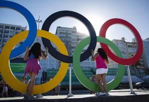 Os arcos olímpicos no bairro garantiram diversas fotos durane a Olimpíada Foto: Fernando Lemos / Agência O Globo