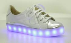 Schutz Lights On: o modelo com LED da grife está em pré-venda Foto: Divulgação