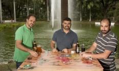 À esquerda: Kiko, Piui e Jabá, produtores do festival Rota Gourmet, que completa 1 ano Foto: Bia Guedes/ Agência O Globo