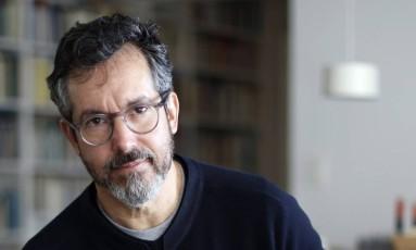 """O escritor Bernardo Carvalho está lançando o romance """"Simpatia pelo demônio"""" Foto: Edilson Dantas"""
