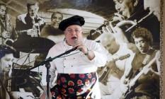 No comando. Carmine no palco do Bar Italia: ele também vai soltar a voz Foto: Fabio rossi