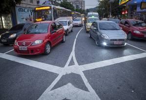 Nós no trânsito. A Ladeira da Freguesia é um dos pontos de maior congestionamento no bairro Foto: Analice Paron / Agência O Globo