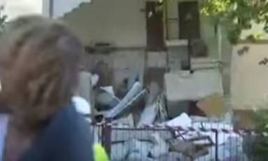 Repórter da CNN leva susto quando casa desaba atrás dela após terremoto na Itália Foto: Reprodução