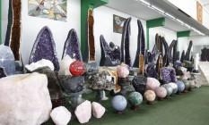 Catálogo de itens do shopping das pedras inclui vasos, fontes, esculturas e estátuas Foto: Fabio Rossi / Agência O Globo