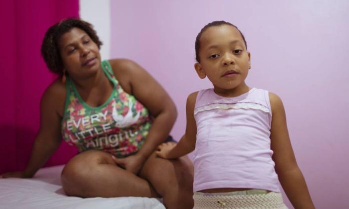 Resultado de imagem para criança com deficiencia descaso
