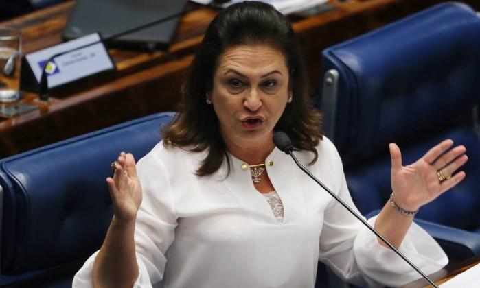 Ex-pefelista Kátia Abreu diz que por pressão política nomeou 'bandido' no PR. Ela foi ministra de Dilma 'trambique', a vigarista 'honrada'