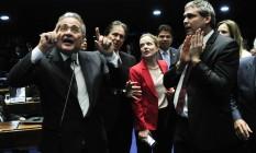 Renan debate com os senadores petistas Gleisi Hoffmann e Lindbergh Farias Foto: Geraldo Magela / Agência O Globo