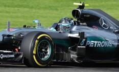 Rosberg se aproveitou da ausência de Hamilton para conquistar a pole Foto: YVES HERMAN / REUTERS