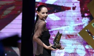 Protagonista de 'Aquarius', Sônia Braga recebe o Troféu Oscarito no Festival de Gramado Foto: Edison Vara/ Pressphoto / Divulgação