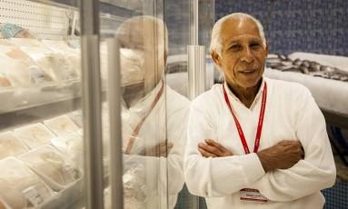 Cansaço. Mesmo sem considerar o trabalho puxado, Manoel José Reis Filho, de 63 anos, diz que o corpo sente a diferença na rotina Foto: Hermes de Paula