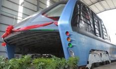 'Devorador de carros.' Ônibus híbrido em teste Foto: CHINA STRINGER NETWORK / REUTERS