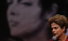 A presidente afastada, Dilma Rousseff, participa de ato em defesa do mandato Foto: O Globo / Ailton de Freitas/24-8-2016