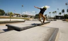 Manobra radical. Skatista no Parque de Madureira Foto: Pablo Jacob