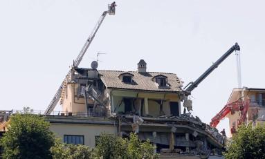 Equipes de resgate trabalham nas ruínas do Hotel Roma, em Amatrice, onde ao menos mais três corpos teriam sido localizados Foto: CIRO DE LUCA / REUTERS/CIRO DE LUCA