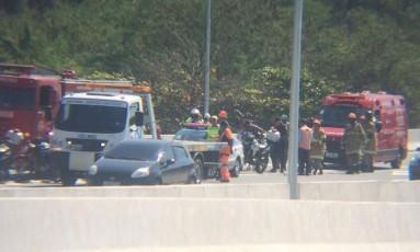 Acidente na Transolímpica provoca engarrafamento na via expressa no prímeiro dia de operação da Concessionária Foto: Eliezer Pontes