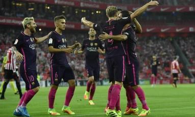 Jogadores do Barcelona comemoram o gol de Rakitic Foto: Alvaro Barrientos / AP