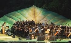 O guitarrista Andreas Kisser e a Amazonas Filarmônica abrem o show do Amazônia Live numa estrutura em forma folha de árvore com a mesma extensão do Palco Mundo Foto: Divulgação