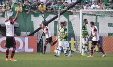 Leandro Damião comemora o segundo gol do Flamengo sobre a Chapecoense Foto: Márcio Cunha/Mafalda Press