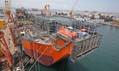 O navio-plataforma Pioneiro de Libra, em construção em Cingapura, deve começar a operar no primeiro semestre de 2017. Será itinerante: vai atuar em vários poços Foto: Divulgação / Divulgação