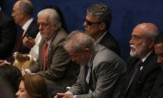 O ex-presidente Luiz Inácio Lula da Silva, acompanhado de ex-ministros do governo Dilma e do cantor Chico Buarque, acompanha das galerias do Senado a sessão de julgamento do impeachment Foto: ANDRE COELHO / Agência O Globo