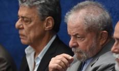 Lula e Chico Buarque acompanham o depoimento de Dilma no julgamento do impeachment no Senado Foto: EVARISTO SA / AFP