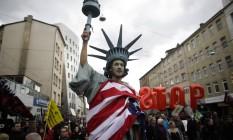 Protesto na Alemanha contra o acordo entre EUA e União Europeia Foto: Markus Schreiber / AP/23-4-2016