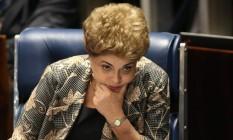 A presidente afastada Dilma Rousseff durante a sessão de julgamento de seu impeachment no Senado Foto: André Coelho / Agência O Globo