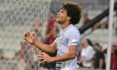O meia Camilo lamenta chance perdida na derrota do Botafogo para o Atlético-PR, na Arena da Baixada Foto: Terceiro / Renato Baldissera / Eleven