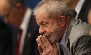 O ex-presidente Luiz Inácio Lula da Silva acompanha a sessão de julgamento de impeachment de Dilma Rousseff no Senado Foto: Andre Coelho / Agência O Globo / 29-8-2016