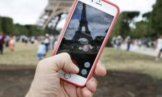 Caça aos monstrinhos virtuais em 'Pokémon Go' deve ser feita em segurança, alertam policiais Foto: THOMAS SAMSON / AFP