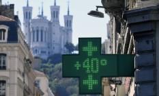 Termômetro marca 40 graus Celsius no dia 26 de agosto em Lyon, na França, temperatura atípica para a região Foto: PHILIPPE DESMAZES / AFP