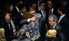 José Eduardo Cardozo é cumprimento após realizar a defesa de Dilma Foto: ANDRESSA ANHOLETE / AFP