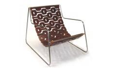Poltrona Ipanema da Lattoog: formas arrojadas que misturam madeira e metal Foto: Divulgação