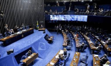 Senadores discursam, após apresentação da acusação e da defesa no processo de impeachment Foto: Agência Senado