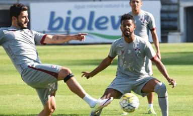 Marcado por Renato Chaves, Marquinho domina a bola no treino do Fluminense Foto: Mailson Santana - Fluminense